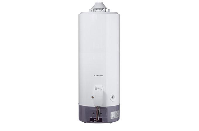 Le chauffe-eau à gaz à accumulation.